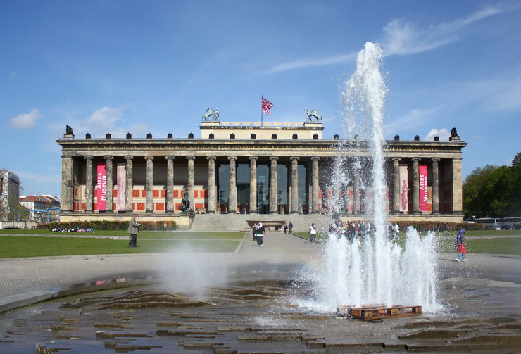 Facada of the Altes Museum from Lustgarten