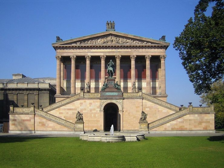 Facade of the Alte Nationalgalerie in Berlin