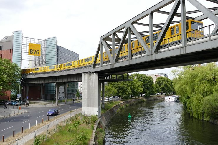 Berlin U-Bahn crossing the River Spree