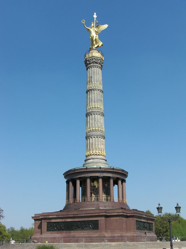 Victory Column is one of the highlights you will see during your walking tour through Tiegarten Park
