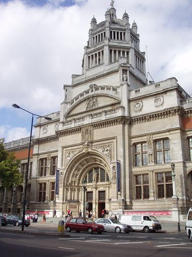 Entrance to the Victoria and Albert Museum