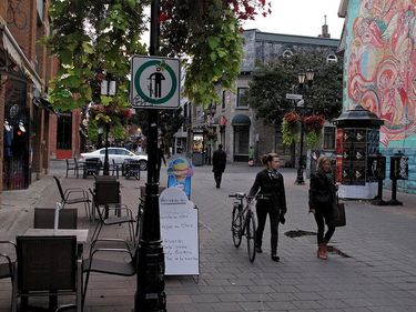 Stolling through the Latin Quarter in Montreal