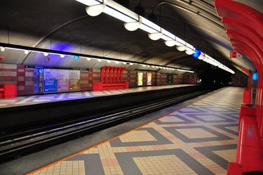montreal metro getting around montreal by public transit. Black Bedroom Furniture Sets. Home Design Ideas