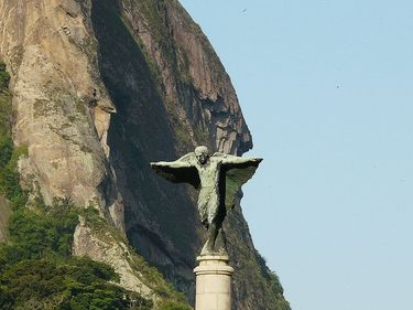 Sugarloaf Mount provides a dramatic backdrop to the angel on top of the monument in Praca General Tiburcio
