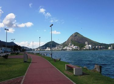 Walking path along the shore of Rodrigo de Freitas Lagoon