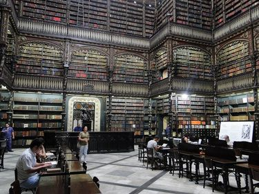 Library inside the Real Gabinete Português de Leitura