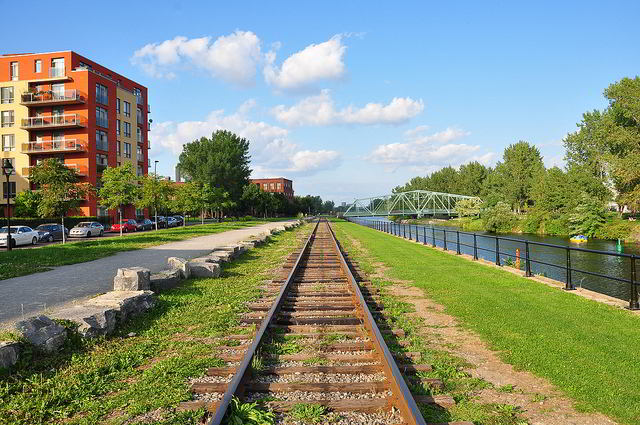 Path along the bank of the Lachine Canal