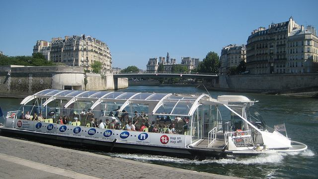A Paris Batobus departing for its next stop along River Seine