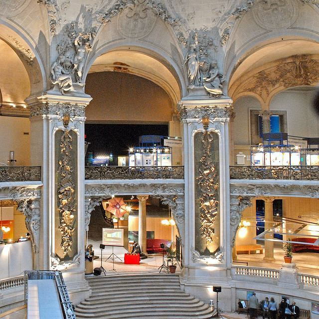 The impressive Grand Hall invites visitors to Palais de la Decouverte