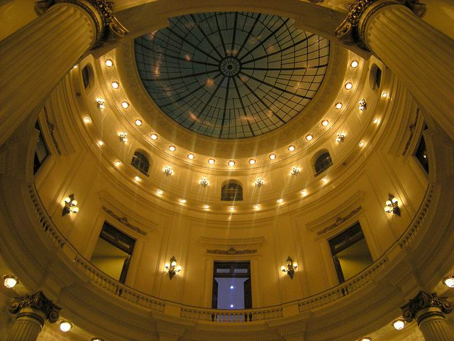 Looking up at the centre dome in the Centro Cultural Banco do Brasil