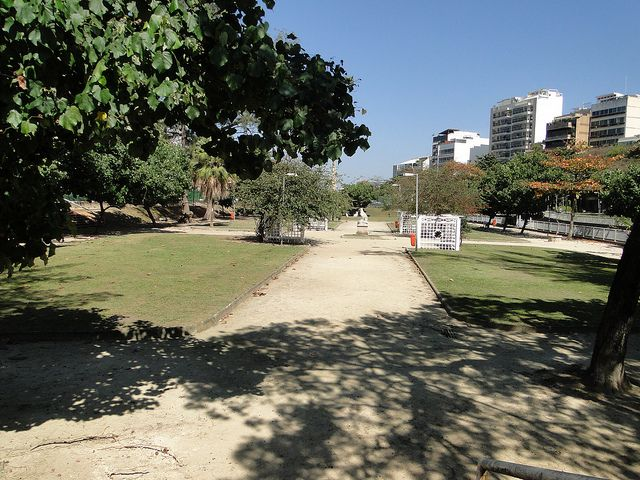 Walking path in Jardim de Alah