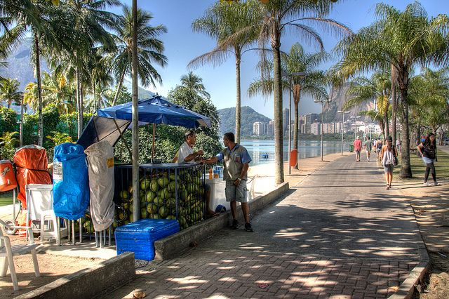Sidewalk vendor on the shore of the Lagoon