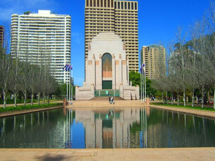 Hyde Park's Anzac War Memorial overlooking the Lake of Reflections
