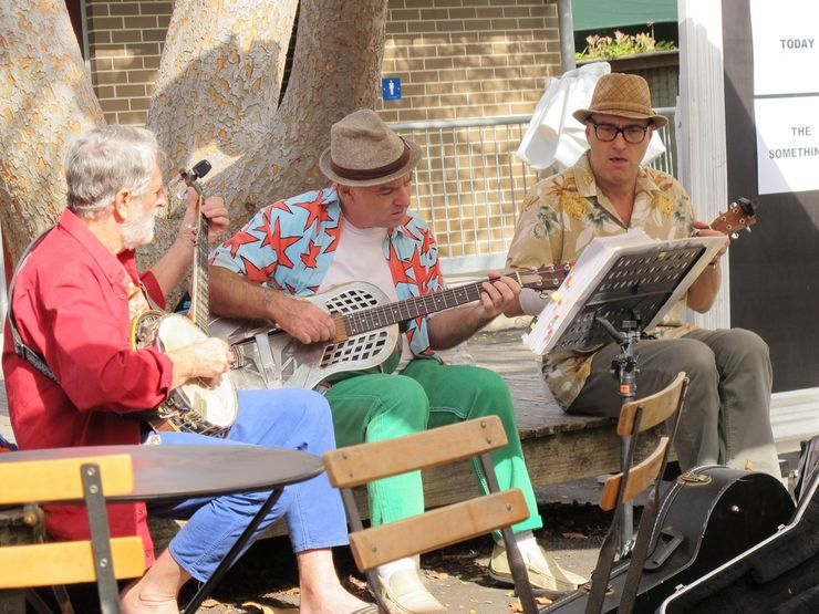 Buskers entertain and add to the atmosphere at Paddington Markets
