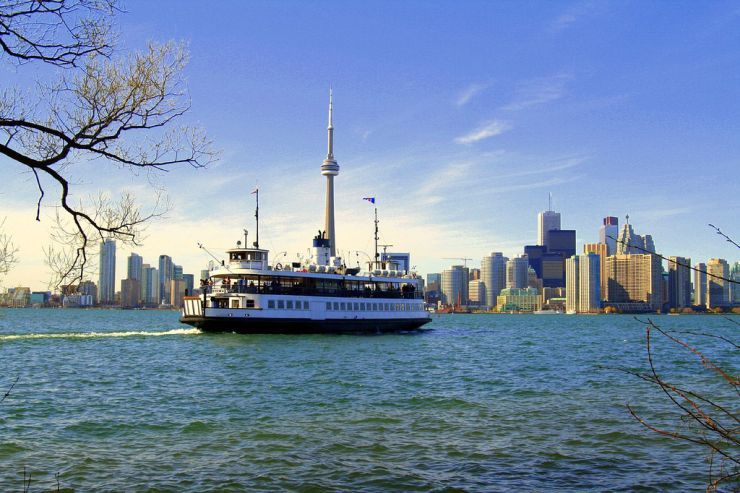 A Toronto Island Ferry leaves Centre Island
