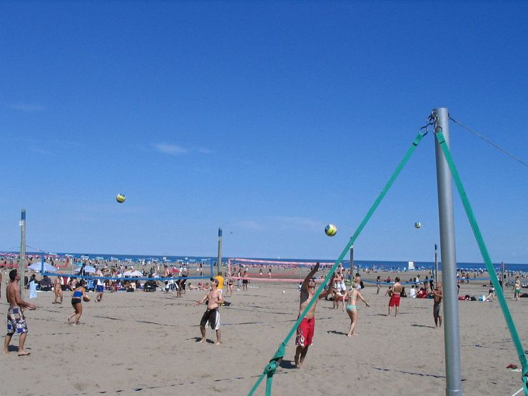 Ashbridges Bay Beach Volleyball Leagues enjoying some summer fun