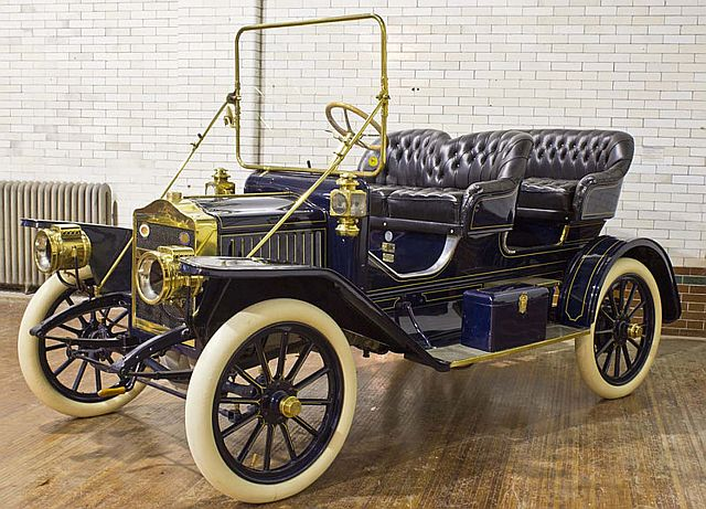 Vintage 1910 Maxwell Model Q2 at the Casa Loma Automotive Exhibit
