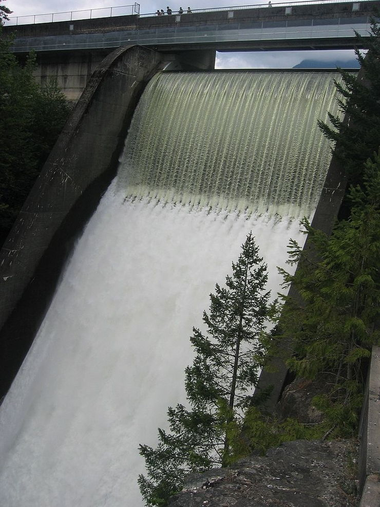 Cleveland Dam viewed from side