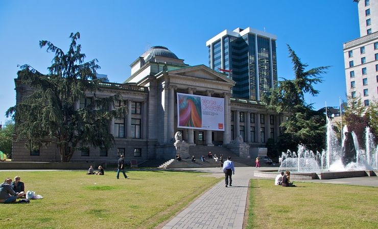 Vancouver Art Gallery and Centennial Fountain